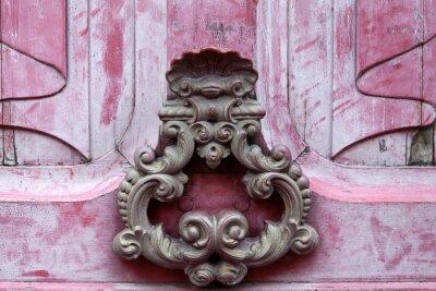 Quadro Knoker porta su una vecchia porta wodden rosa