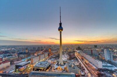 Quadro La famosa torre della televisione di Berlino al tramonto