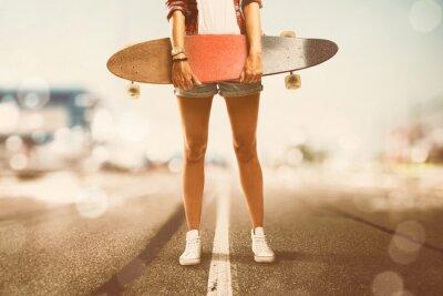 Quadro La ragazza tiene Longboard