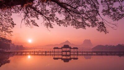 Quadro Lago Myanmar (Birmania) Hpa An al sorgere del sole. punto di riferimento asiatica e destinazione di viaggio
