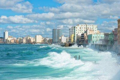 Quadro Lo skyline Avana con grandi onde sul mare