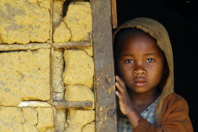 Quadro Madagascar-timido e povera ragazza africana con foulard