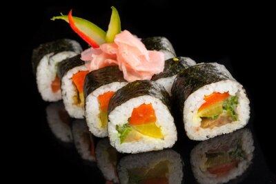 Quadro Maki sushi servito su sfondo nero