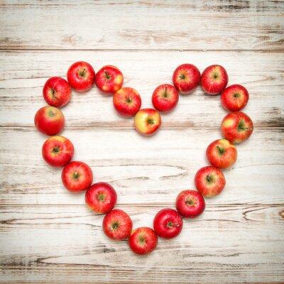 Quadro mele Red cuore sfondo di legno. Concetto di amore annata