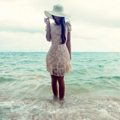 Quadro moda ritratto di una ragazza sul mare