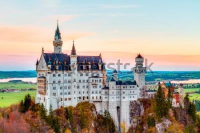 Quadro Neuschwanstein, incantevole paesaggio autunnale Panorama foto del castello delle fiabe vicino a Monaco di Baviera, in Germania, con alberi colorati nelle ore del mattino