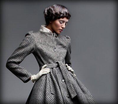 Quadro Nostalgia. Lady romantica in Classic Coat. Pinup Style