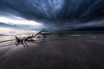 Quadro Nubi scure sopra l'oceano