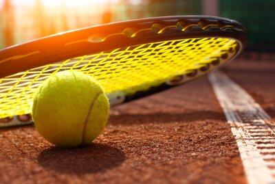 Quadro palla da tennis su un campo da tennis