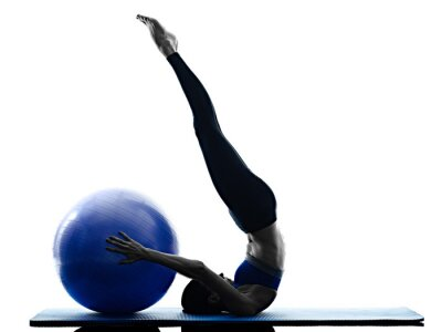 Quadro palla donna pilates esercizi di fitness isolato