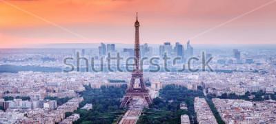 Quadro Parigi, Francia. Vista panoramica dell'orizzonte di Parigi con la Torre Eiffel nel centro. Incredibile scenario tramonto con cielo drammatico.