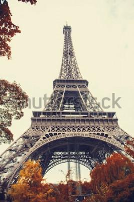 Quadro Parigi. Splendida vista grandangolare della Torre Eiffel nella stagione autunnale