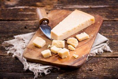 Quadro parmigiano sulla tavola di legno