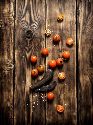 Quadro Pomodori freschi e un vecchio coltello.