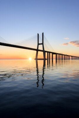 Quadro ponte Vasco da Gama, Alba a Lisbona