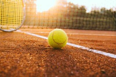 Quadro Racchetta da tennis e palla su un campo in terra battuta