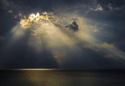 Quadro Raggi di luce sul mare Attraverso Le Nuvole