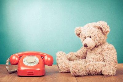 Quadro Retro telefono rosso e Teddy Bear Near Mint parete verde