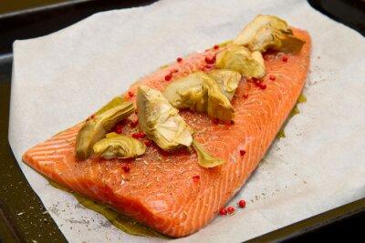 Quadro salmone crudo con carciofi e pepe rosso