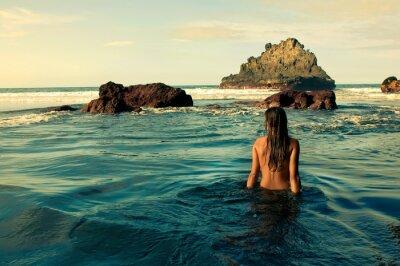 Quadro Sentada Chica en la orilla del mar