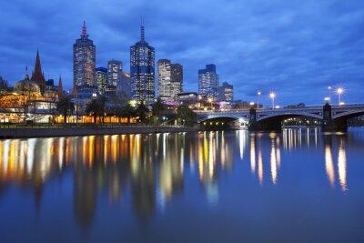 Quadro Skyline di Melbourne, in Australia attraverso il fiume Yarra di notte