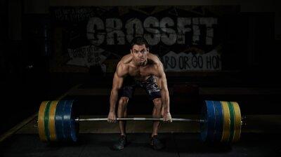 Quadro Sollevamento pesi. Sport. Resistenza. Muscoloso atleta senza camicia di sollevamento pesante bilanciere in palestra.