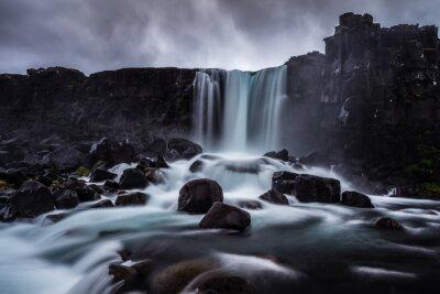 Quadro Steiniger Wasserfall in Isola