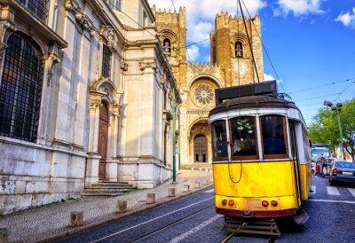 Quadro Storico tram giallo davanti alla cattedrale di Lisbona, Lisbona,