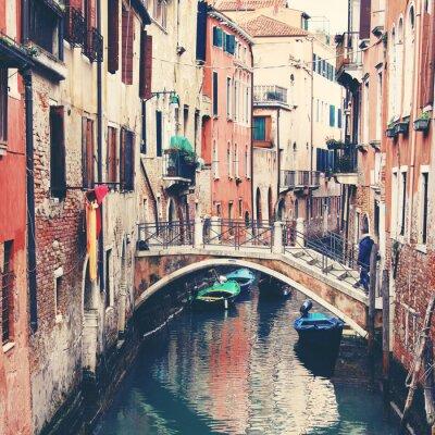 Quadro Stretto canale e il ponte a Venezia, Italia