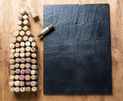 Quadro tappi per vino a forma di bottiglia di vino.