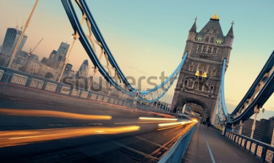 Quadro Tower Bridge e traffico al mattino a Londra.