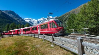 Quadro Treno di montagna svizzero Bernina Express attraversa Alpi