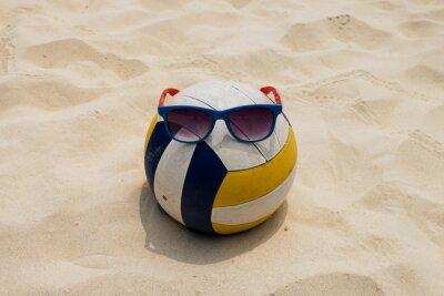 Quadro un campo di pallavolo in spiaggia estate con un Sunglass