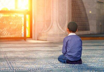 Quadro un ragazzino in moschea