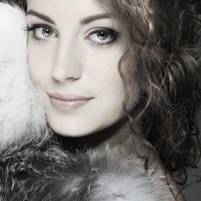 Quadro Una foto di bella ragazza sessuale è in abiti di pelliccia