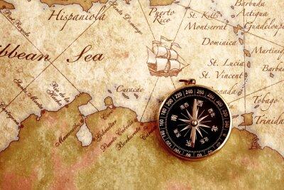 Quadro Una vecchia bussola d'ottone su uno sfondo mappa del tesoro