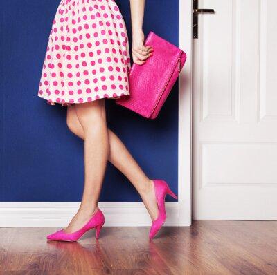 Quadro Uscendo concetto, ragazza vestita di rosa