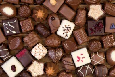 Quadro Vari cioccolatini su sfondo di legno