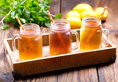 Quadro vasetti di tè freddo al limone