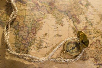 Quadro vecchia bussola e corda su mappa d'epoca