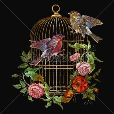 Quadro Vettore degli uccelli e dei gabbie e dei fiori dei ricami. Ricamo classico ciuffolotto e cinciallegra, gabbia dorata, gemme vintage di rose selvatiche. Arte di moda di primavera, modello per proget