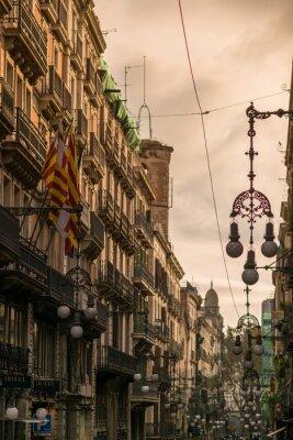 Quadro Via a Barcellona con molti lampioni