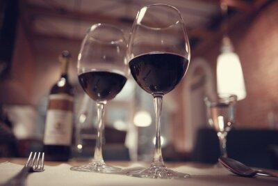 Quadro vino rosso in un ristorante interno francese
