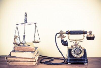 Quadro Vintage vecchio telefono, scale con orologi e denaro, libri