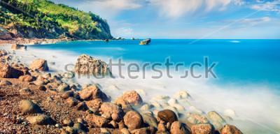 Quadro Vista panoramica della spiaggia di Avali. Incredibile vista sul mare mattutino del Mar Ionio. Scena esterna emozionante dell'isola di Leucade, Grecia, Europa. Bellezza della natura concetto di fon