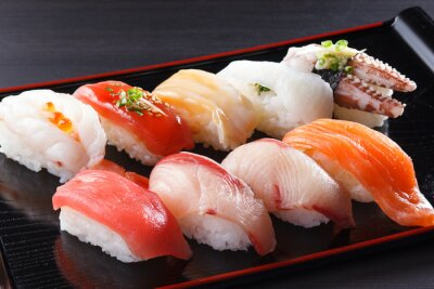 Quadro に ぎ り 寿司 の 盛 り 合 せ